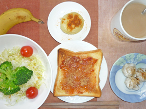 イチゴジャムトースト,サラダ,シューマイ,蒸しじゃが,バナナ,コーヒー