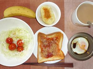 イチゴジャムトースト,サラダ,目玉焼き,蒸しじゃが,バナナ,コーヒー