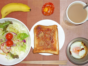 イチゴジャムトースト,サラダ,エビチリ,目玉焼き,バナナ,コーヒー