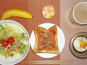 イチゴジャムトースト,サラダ,目玉焼き,プチグラタン,バナナ,コーヒー