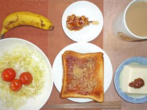 イチゴジャムトースト,サラダ,温奴,焼き鳥,バナナ,コーヒー