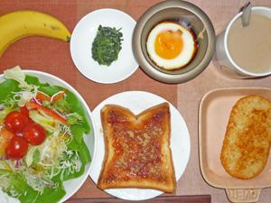 イチゴジャムトースト,サラダ,目玉焼き,ハッシュドポテト,ほうれん草のおひたし,バナナ,コーヒー