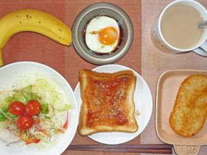 イチゴジャムトースト,サラダ,目玉焼き,ハッシュドポテト,バナナ,コーヒー