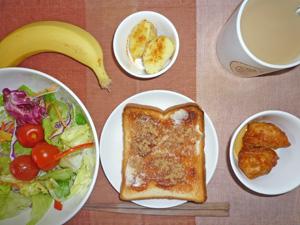 イチゴジャムトースト,サラダ,蒸しじゃが,チキン,バナナ,コーヒー