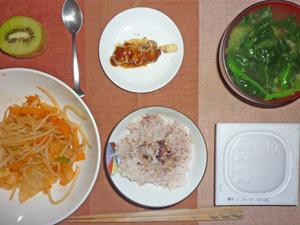 納豆ご飯,モヤシとキャベツのキムチ炒め,焼き鳥,ほうれん草のみそ汁,キウイフルーツ