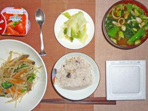 納豆ご飯,蒸し野菜炒め,白菜の漬物,ほうれん草のみそ汁,ヨーグルト