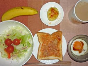イチゴジャムトースト,目玉焼き,サラダ,蒸しじゃが,バナナ,コーヒー