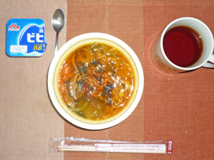 カルビ風クッパ,ヨーグルト,紅茶