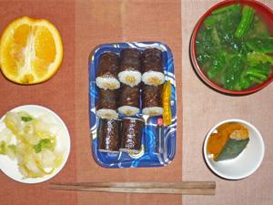 納豆巻き,白菜の漬物,カボチャの煮物,ほうれん草のみそ汁,オレンジ