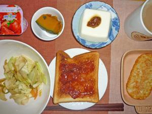 イチゴジャムトースト,野菜炒め,温奴,ハッシュドポテト,カボチャの煮つけ,ヨーグルト,コーヒー