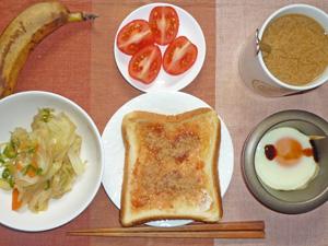 イチゴジャムトースト,野菜炒め,目玉焼き,トマト,バナナ,コーヒー