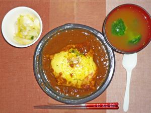 オムカレー,白菜の漬物,ブロッコリーのみそ汁
