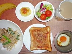 イチゴジャムトースト,野菜炒め,プチサラダ,目玉焼き,蒸しじゃが,バナナ,コーヒー