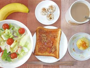 イチゴジャムトースト,サラダ,蒸しじゃが,焼売,バナナ,コーヒー