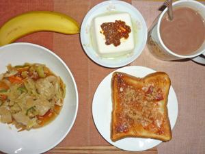 イチゴジャムトースト,野菜の蒸し炒め,温奴,バナナ,ココア