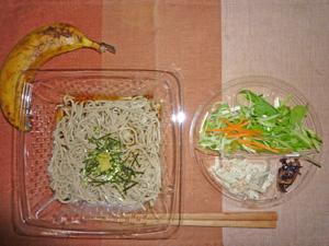 お蕎麦,サラダ,バナナ