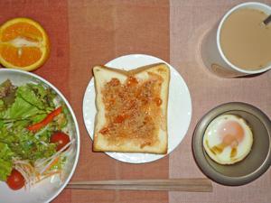 イチゴジャムトースト,サラダ,目玉焼き,オレンジ,コーヒー