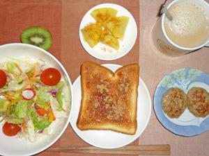 イチゴジャムトースト,サラダ,蒸しジャガ,ハンバーグ,キウイフルーツ
