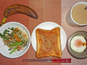 イチゴジャムトースト,ニラ野菜炒め,目玉焼き,バナナ,コーヒー