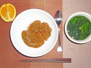 トマトカレー,ほうれん草のスープ,オレンジ