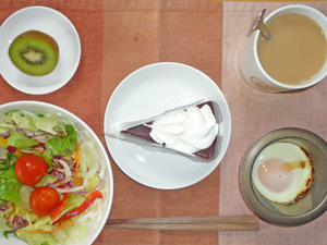 ザッハトルテ,サラダ,目玉焼き,キウイフルーツ,コーヒー