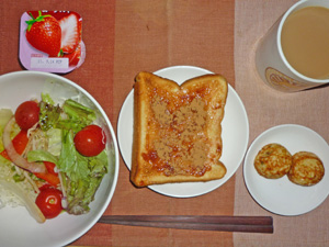 イチゴジャムトースト,たこ焼き×2,サラダ,ヨーグルト,コーヒー
