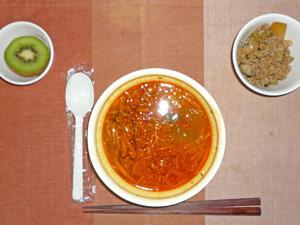 韓国風スープご飯,茄子と玉ねぎの炒め物,キウイフルーツ