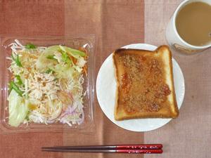 イチゴジャムトースト,蒸し鶏のサラダ,コーヒー