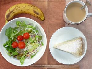 ミルクレープケーキ,サラダ,バナナ,コーヒー