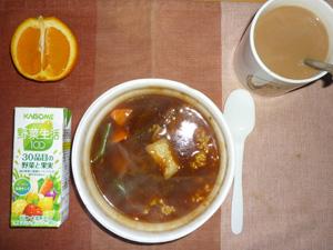 ビーフシチューご飯,野菜ジュース,オレンジ,コーヒー
