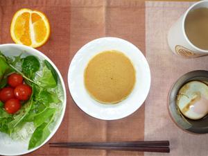 ホットケーキ×2,サラダ,目玉焼き,オレンジ,コーヒー