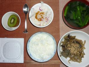 納豆ご飯,もやしと茄子の煮物,大根サラダ,ほうれん草とワカメのおみそ汁,キウイフルーツ