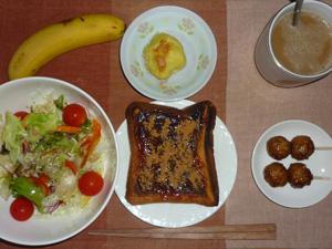 イチゴジャムトースト,サラダ,つくね,蒸しジャガ,バナナ