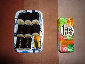 納豆巻き,野菜ジュース,キウイフルーツ(写真撮り忘れ)