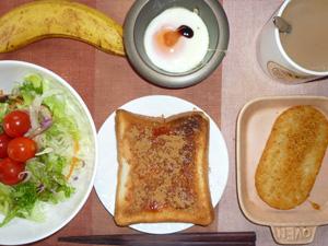 イチゴジャムトースト,サラダ,目玉焼き,ハッシュドポテト,バナナ