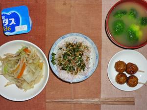ふりかけご飯,つくね,蒸し野菜炒め,ブロッコリーのおみそ汁,ヨーグルト