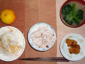 五穀米,鶏の唐揚げ,大根サラダ,ほうれん草のおみそ汁,ミカン
