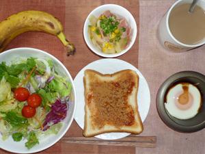 イチゴジャムトースト,サラダ,ジャーマンポテト,目玉焼き,バナナ,コーヒー