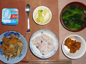 五穀米,鶏の唐揚げ,野菜炒め,白菜の漬物,ほうれん草のみそ汁,ヨーグルト