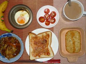 イチゴジャムトースト,味噌煮込み野菜,プチトマト,ハッシュドポテト,目玉焼き,バナナ,コーヒー