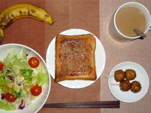 イチゴジャムトースト,サラダ,つくね×2,バナナ,コーヒー
