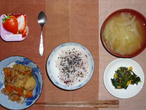 胡麻塩ご飯,肉じゃが,ほうれん草のソテー,玉ねぎのおみそ汁,ヨーグルト