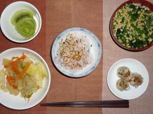 ふりかけご飯,焼売,野菜炒め,ほうれん草と納豆のおみそ汁,キウイフルーツ