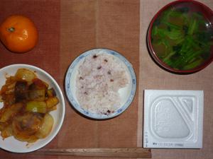 納豆ご飯,茄子と玉ねぎのトマト煮込み,ほうれん草のおみそ汁,ミカン