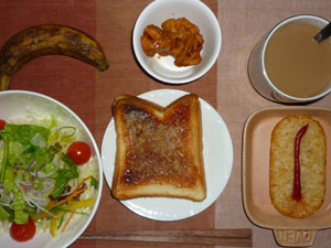 イチゴジャムトースト,サラダ,鶏の唐揚げ,ハッシュドポテト,バナナ,コーヒー