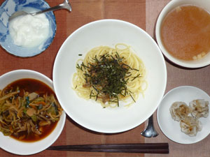 きのこスパゲッティ,焼売,トマトソースの野菜煮込み,コンソメスープ,ヨーグルト