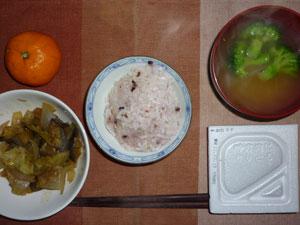 納豆ご飯,茄子とキャベツと玉ねぎの煮物,ブロッコリーのおみそ汁,ミカン