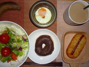 チョコドーナツ,サラダ,ハッシュドポテト,目玉焼き,コーヒー,バナナ