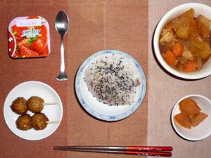 五穀米ご飯,つくね,人参の煮物,野菜のトマトシチュー,ヨーグルト