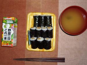 納豆巻き,野菜ジュース,わかめのおみそ汁